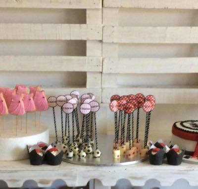 Marilyn Monroe red black pink party treats